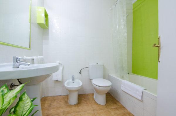 Apartamento dos dormitorios superior baño - Hotel Marazul Mojácar